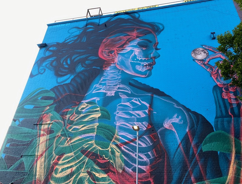 Seeing double! 3D mural replaces Greta