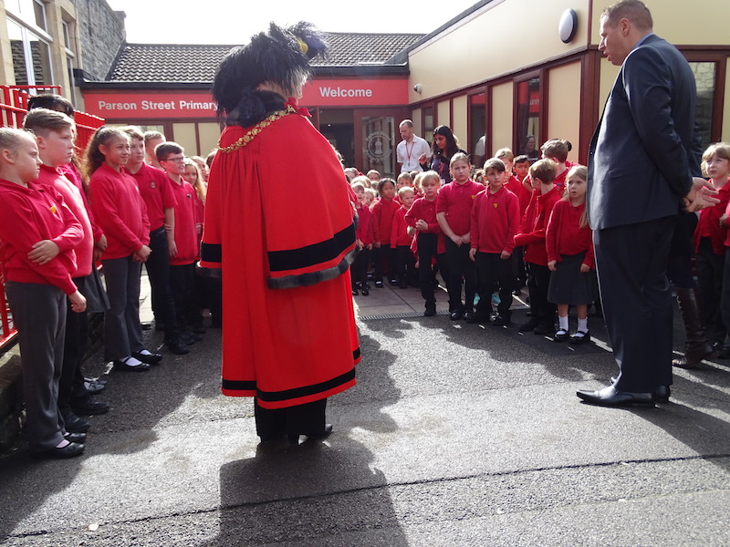 The Lord Mayor and head Jamie Barry with the children of Parson Street