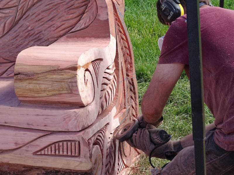 Andy O'Neill carving a bench