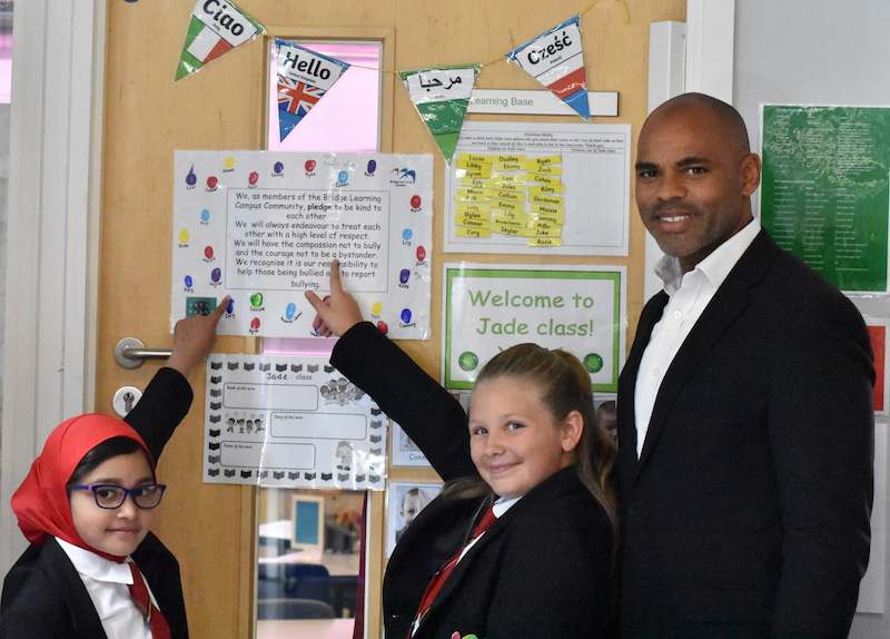 Mayor visits school to hear about anti-bullying policy
